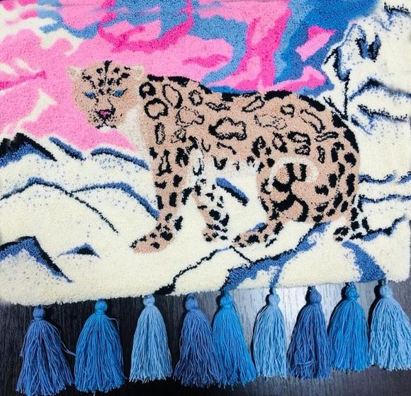 Гобелен «Снежный барс», автор Алина Новгородова